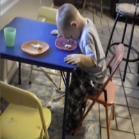Meget trætte børn.